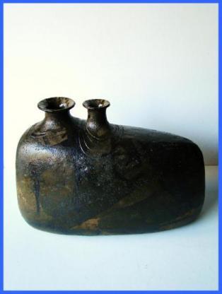 Vase à deux ouvertures (1978).